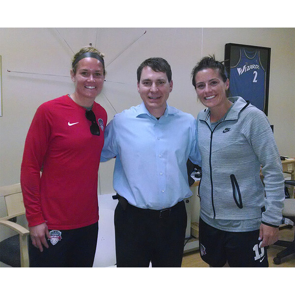 Dr.-Smithson-with-Ashlyn-Hharris-and-Ali-Krieger-US-Womens-Soccer-Team